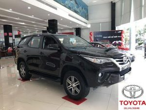 toyota fortuner 2.4 so san mau den