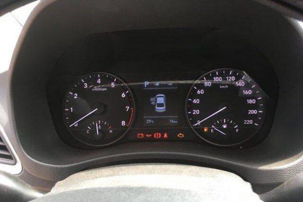 Sự khác nhau giữa vô lăng và đồng hồ lái của Toyota Vios 2020 và Hyundai Accent 2020